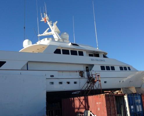 De Sea Falcon II op de werf